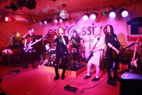 90年代の懐かしい曲から現在にかけてのJ-POP&J-ROCKのバンドスタイル女性ボーカル物をメインに女性プレイヤーたちが1日5回のステージタイムで魅せます!!