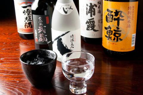 日本酒に拘るオーナーが厳選して仕入れた地酒も豊富に揃っている。