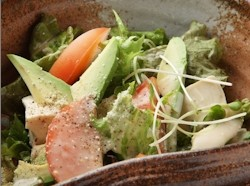 豆腐とアボカドのシーザーサラダ ¥690