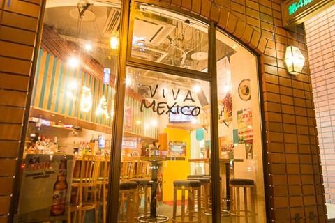 ビル一階(路面)にあるVIVA MEXICO