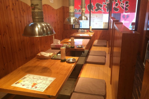 一般的なジンギスカン鍋ではなく、七輪網焼きがこのお店のスタイル! 各席に換気扇を完備!!