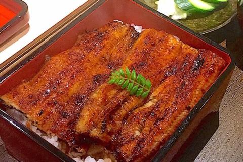 うなぎの焼き方をお選びください!! ◎関東風 蒸し入れ(うなぎを割り、蒸してから焼きます。柔らかくふんわりしとした食感です) ◎関西風 地焼き(うなぎを割り、直に焼きます。じっくりと時間をかけて焼くことで皮がパリッと、しっかりとした食感になります)